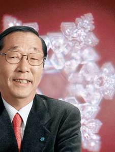 Masaru Emoto, o autor do experimento