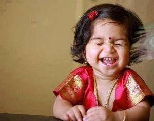 menina indiana rindo