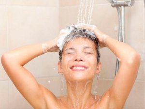 Água-quente-faz-mal-para-o-cabelo1